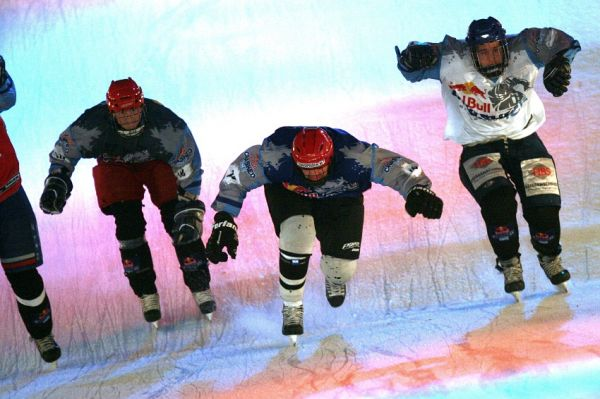 Red Bull Crashed Ice 2009 - Praha Vy�ehrad: Zav�h�n� na zlomu rampy