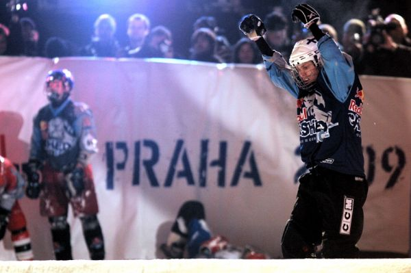 Red Bull Crashed Ice 2009 - Praha Vy�ehrad: Mikka Jouhkimainen v�t�z�