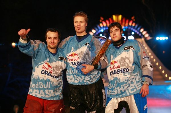 Red Bull Crashed Ice 2009 - Praha Vy�ehrad: 1. Jouhkimainen, 2. Kolc, 3. Fiala