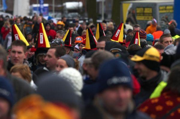 Fanoušci na MS v cyklokrosu, Hoogerheide, /NIZ/ 31.1. - 1.2. 2009 - ano, uhodli jste - to jsou belgičtí fanoušci