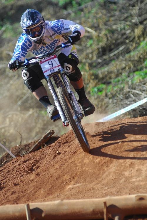 SP DH #1 2009 - Pietermaritzburg /RSA/: Chris Kovarik po pádu bez šance na bednu