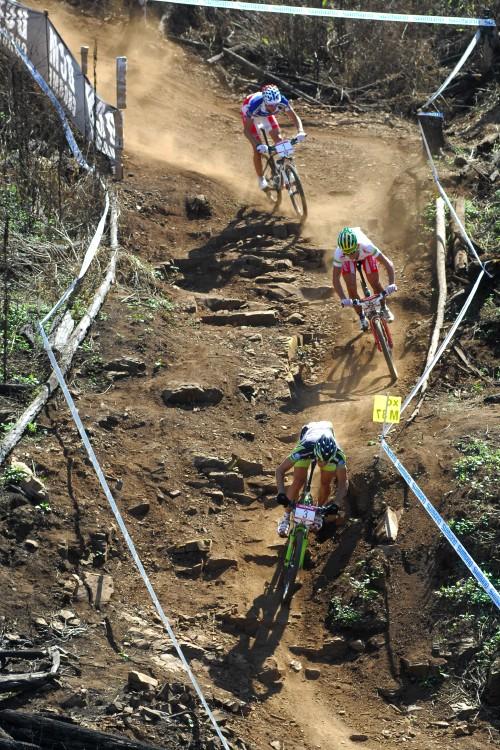 SP XC #1 2009 - Pietermaritzburg /RSA/: vecoucí skupinka Hermida, Stander, Absalon