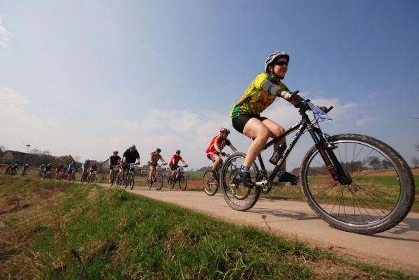MTB Přes dva kopce 2009: start krátké trati