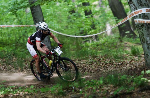 Maja Wloszczowska MTB Race - Jelenia Góra 9.5. 2009 - speedway v plné kráse předvádí Maxim Gogolev