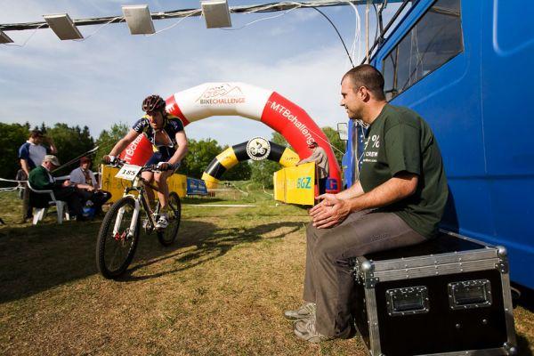 Maja Wloszczowska MTB Race - Jelenia Góra 9.5. 2009 - Véna Hornych v roli šéfa časomíry