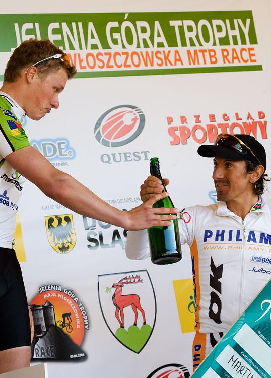 """Maja Wloszczowska MTB Race - Jelenia Góra 9.5. 2009 - Jiří Friedl: """" A ne že mi to všechno vypiješ, rozumíš...???"""""""