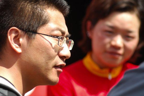 Nissan UCI World Cup #2 Offenburg /GER/ 26.4.2009 - klasika, za Číňanku mluví trenér