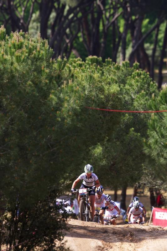 Nissan UCI MTB World Cup XC #4 - Madrid 24.5. 2009 - pronásledovatelky tažené Evou Lechner
