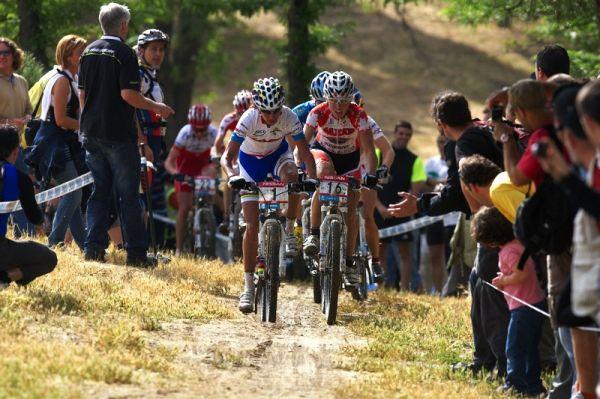 Nissan UCI MTB World Cup XC #4 - Madrid 24.5. 2009 - trať byla z velké části obsypána fanoušky