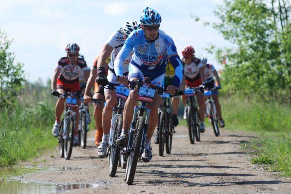 Specialized Extrém Bike Most 2009: vedoucí skupinka na 10. kilometru