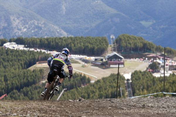 Nissan UCI World Cup 4X & DH Andora - Vallnord 2009 - Gee Atherton /foto: Gary Perkin/