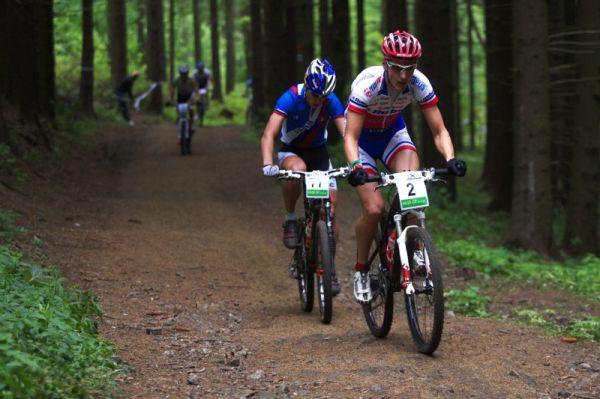 �esk� poh�r Rock Machine XC MTB Cup 2009 - v zav�d�c�m kole odsko�ili zbytku startovn�ho pole Kulhav� se Saganem