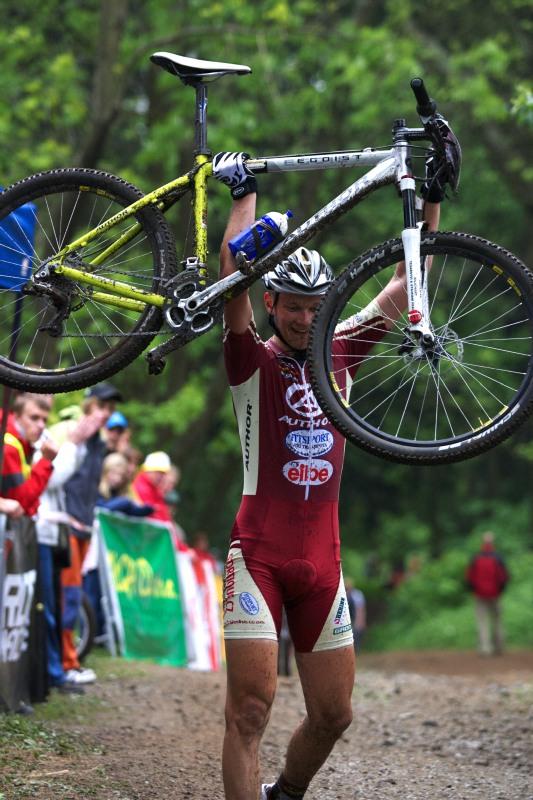 Český pohár Rock Machine XC MTB Cup 2009 - Bystřice pod Hostýnem 16.5. - Josef Rajchart vítězí v kategorii juniorů