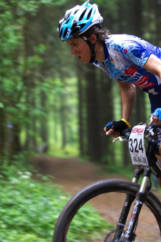 Český pohár Rock Machine XC MTB Cup 2009 - Bystřice pod Hostýnem 16.5. - junior Daniel Dvořáček byl nejvýše postaveným bikerem vimperské líhně, skončil pátý