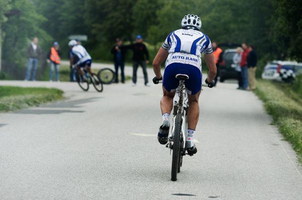 KPŽ 2009 Jistebnický kancionál - vepředu jedoucí Rybařík nevidí, neslyší... Zlámalík se ho snaží marně dojet