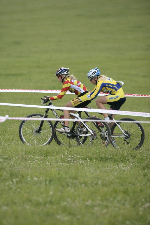 �P MTB XC #3 2009 - Okrouhl�: Vendula Kuntov� a So�a Jurkov�