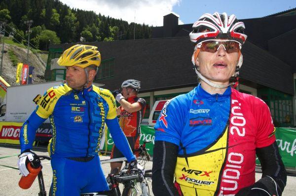 Alpentour Trophy, Schladming /AUT/ - 3. etapa 31.5. 2009 - Barbora Radová, v pozadí Láďa Drda