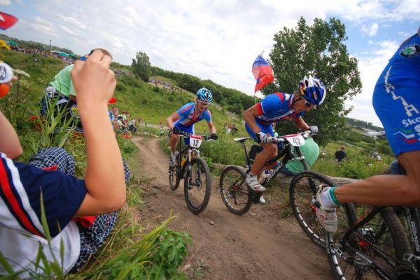 Mistrovstv� Evropy XC 2009 - Zoetermeer /NED/ - mu�i a �eny U23: skupina s Kamlerem a Saganem