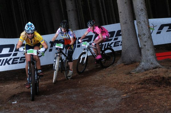 Merida Bike Vyso�ina 2009 - sprint: So�a Jurkov�, Mark�ta Sl�dkov� a Pavl�na �ulcov�
