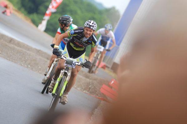 Merida Bike Vysočina 2009 - sprint: Ralph Naef se řítí do cíle a obhajuje vítězství