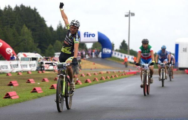 Merida Bike Vysočina 2009 - sprint - Ralph Näf vítězí před Zolim a Spěšným