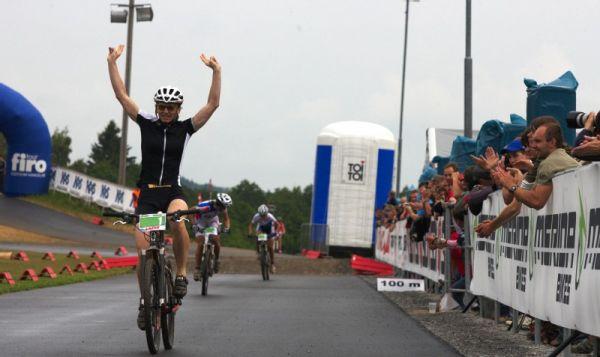 Merida Bike Vysočina 2009 - sprint - Šárka Chmurová vítězí s dostatečným náskokem na Števkovou a Škarnitzlovou