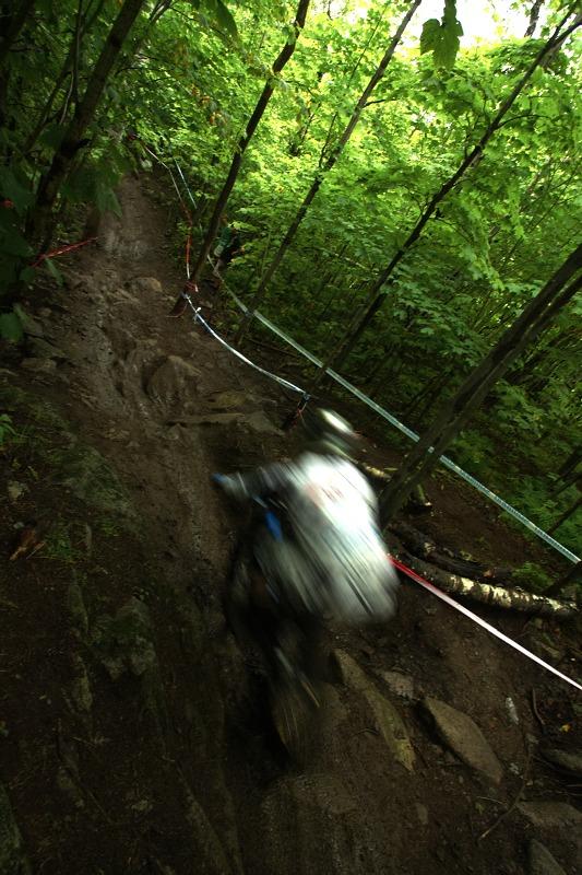 Nissan UCI MTB World Cup 4X/DH #7 - Bromont 1.8. 2009 - rozbitý lesní úsek