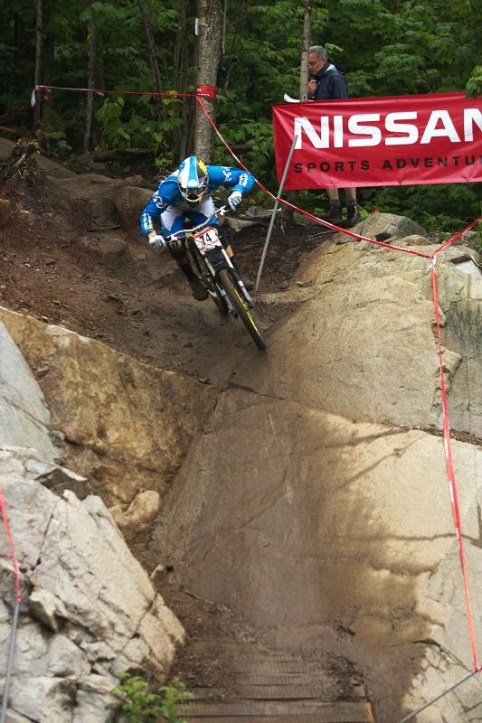 Nissan UCI MTB World Cup 4X/DH #7 - Bromont 1.8. 2009 -letos byl vynechán vysoký drop, ze skály se sjíždělo poněkud klidněji