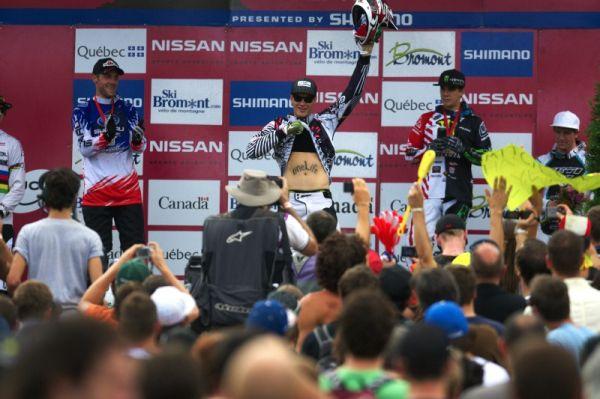 "Nissan UCI MTB World Cup 4X/DH #7 - Bromont 1.8. 2009 - tetování ""One Life"" na břiše Grega Minaara"
