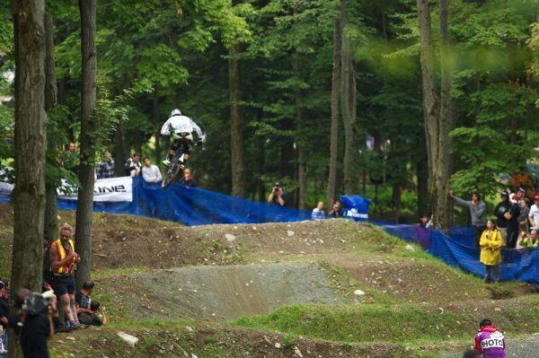 Nissan UCI MTB World Cup 4X/DH #7 - Bromont 1.8. 2009 - Poslední skok Lukáše Měchury, potom se rozbil