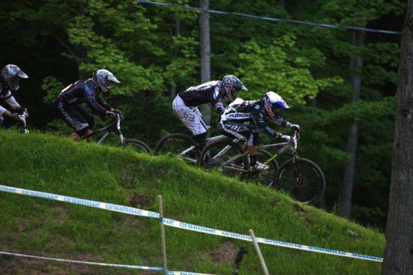 Nissan UCI MTB World Cup 4X/DH #7 - Bromont 1.8. 2009 - Michal Prokop letí vstříc čtvrtfinálovému postupu