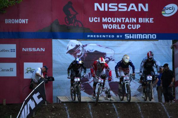 Nissan UCI MTB World Cup 4X/DH #7 - Bromont 1.8. 2009 - start velkého finále, Prokop s 5kou, Wichman 7