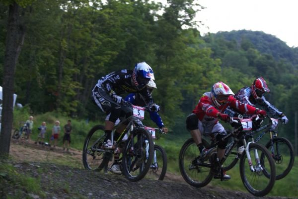 Nissan UCI MTB World Cup 4X/DH #7 - Bromont 1.8. 2009 - agresivní jízda Joosta Wichmana