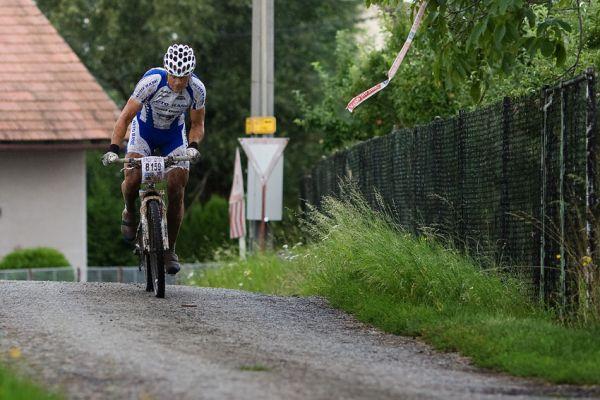 KPŽ Manitou Železné hory 2009 - Ivan Rybařík za to vzal hned od startu a všem ujel