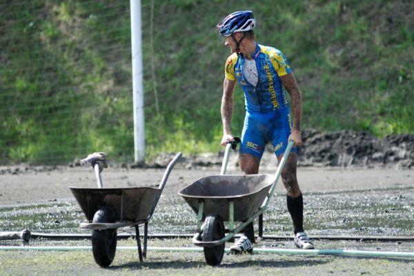 Český pohár XCM #4 2009 - RWE Okoloústí: ... a Honza Hruška má tentokrát jasno :-)