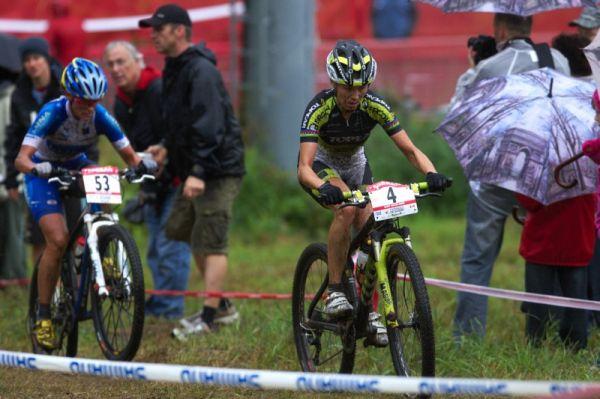 Nissan UCI MTB World Cup XC #5 - Mont St. Anne /KAN/ 26.7.2009 - tahanice o druhé místo mezi Kalentievou a Katkou Nash