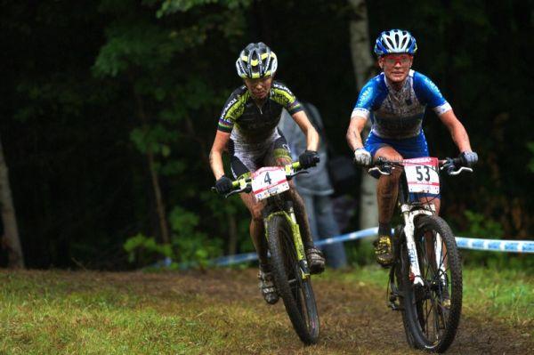 Nissan UCI MTB World Cup XC #5 - Mont St. Anne /KAN/ 26.7.2009 - tahanice o druhé místo mezi Kateřinou Nash a Irinou Kalentievou