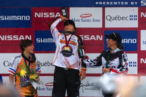 "Nissan UCI MTB World Cup 4X+DH #6 - Mont St. Anne /KAN/ 25.7.2009 - tradiční ""naex"" Sabriny Jonier"