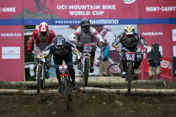 Nissan UCI MTB World Cup 4X+DH #6 - Mont St. Anne /KAN/ 25.7.2009 - Tom� Slav�k nem�l skv�l� starty, v�e doh�n�l na trati
