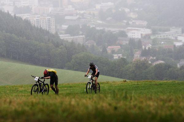 Bikechallenge 2009 - pohled na Náchod, odkud se stoupalo vzhůru k pevnosti Dobrošov