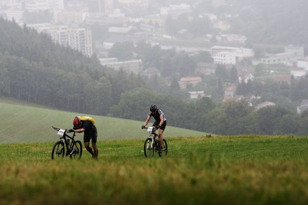 Bikechallenge 2009 - pohled na N�chod, odkud se stoupalo vzh�ru k pevnosti Dobro�ov