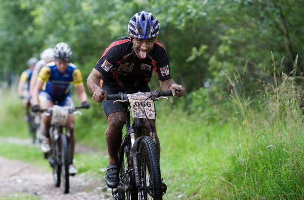 Bikechallenge 2009 - M�ra Hornych demonstruje, �e to byla ��dn� d�va�ka