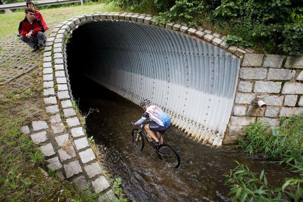 Bikechallenge 2009 - tudy se muselo projet pod silnicí