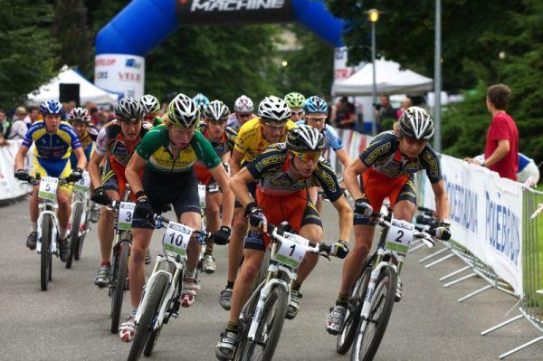 Mistrovství ČR MTB XC 2009 - Karlovy Vary - první úsek závodu štafet odstartoval