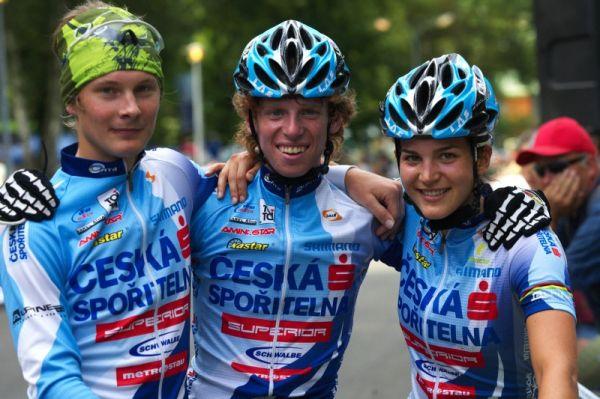Mistrovství ČR MTB XC 2009 - Karlovy Vary - vítězná trojice štafet: Kamler, Svorada, Huříková