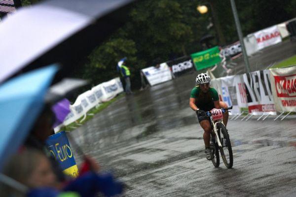 Mistrovství ČR MTB XC 2009 - Karlovy Vary - Pavla Havlíková v deštivých Varech