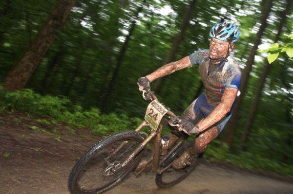 Mistrovství ČR MTB XC 2009 - Karlovy Vary - Josef Kamler neměl v závodě štěstí a připravil se tak o start na MS