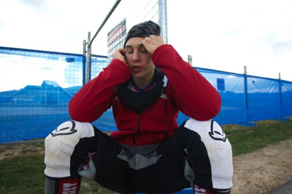 Mistrovství světa MTB 4X 2009 - Canberra /AUS/ - Jakub Říha na telefonu po kvalifikaci