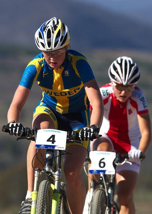 Mistrovstv� sv�ta MTB XC 2009, Canberra /AUS/ - souboj Sa�enek - Alexandra Engen a Alexandra Dawidowicz