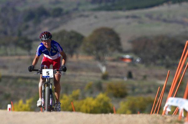 Mistrovství světa MTB XC 2009, Canberra /AUS/ - Julie Bresset se snaží vedoucí dvojici dotáhnout